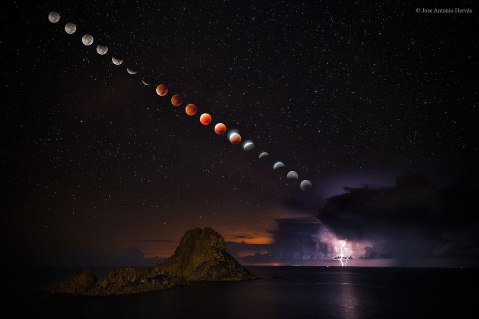 Eclipse de super Lune à l\'orage