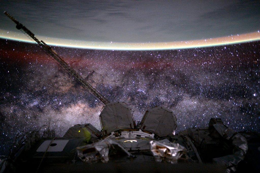 La Terre et la Voie lactée depuis l\'espace