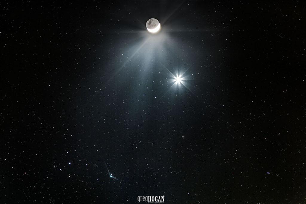 La comète Catalina rencontre Vénus et la Lune