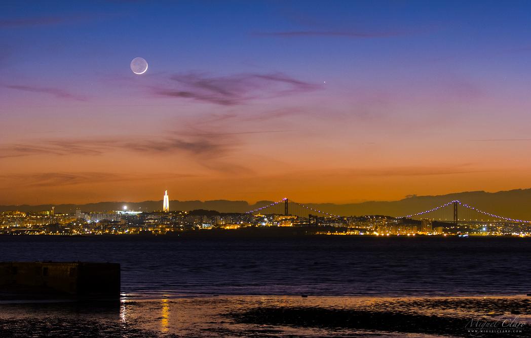Mercure et la Lune se couchent
