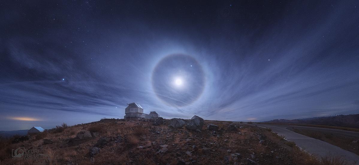 Cercle autour de la Lune sur l\'Atacama