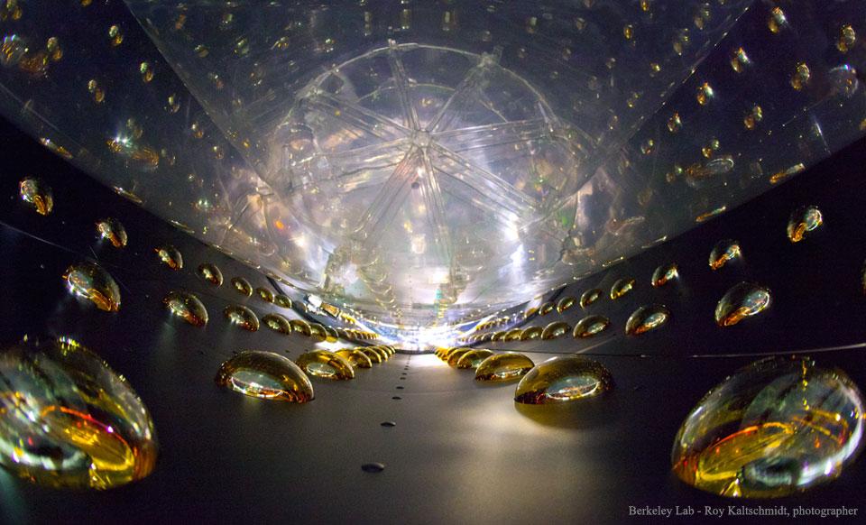 Dans un détecteur d\'antineutrinos de Daya Bay