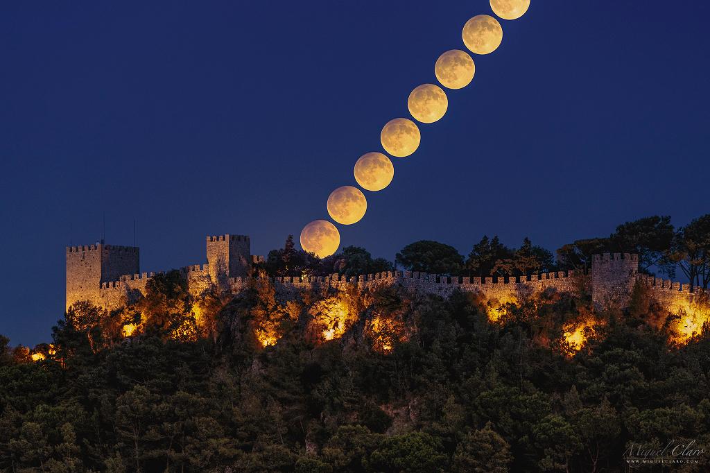 Lune éclipsée par la pénombre au Portugal