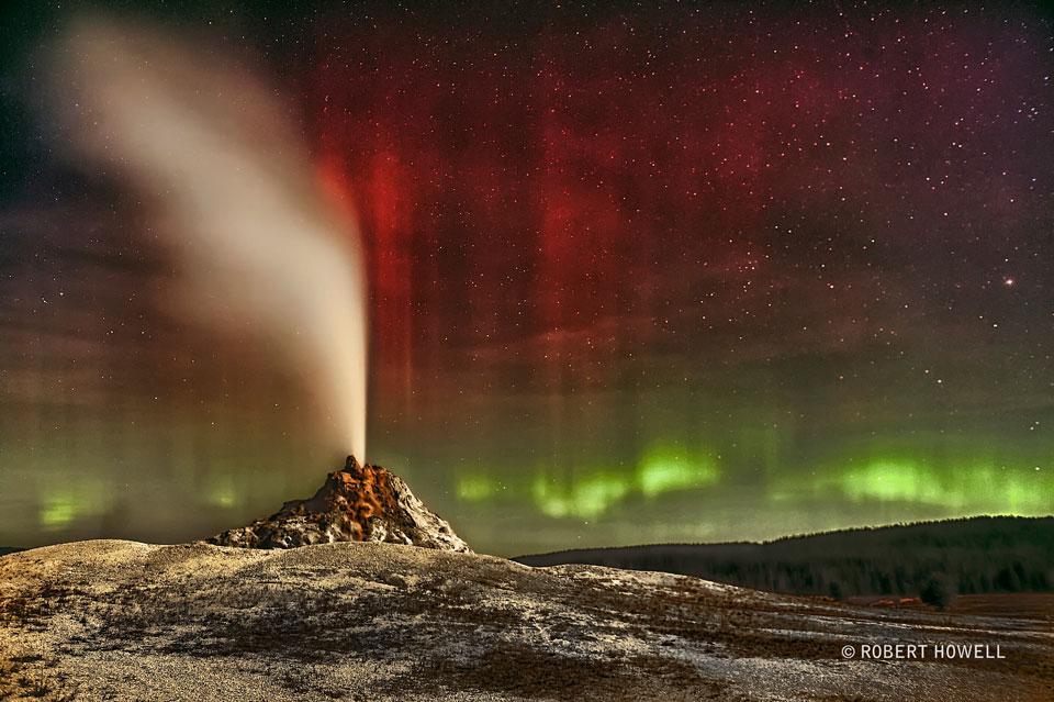 Aurores polaires sur le geyser de White Dome