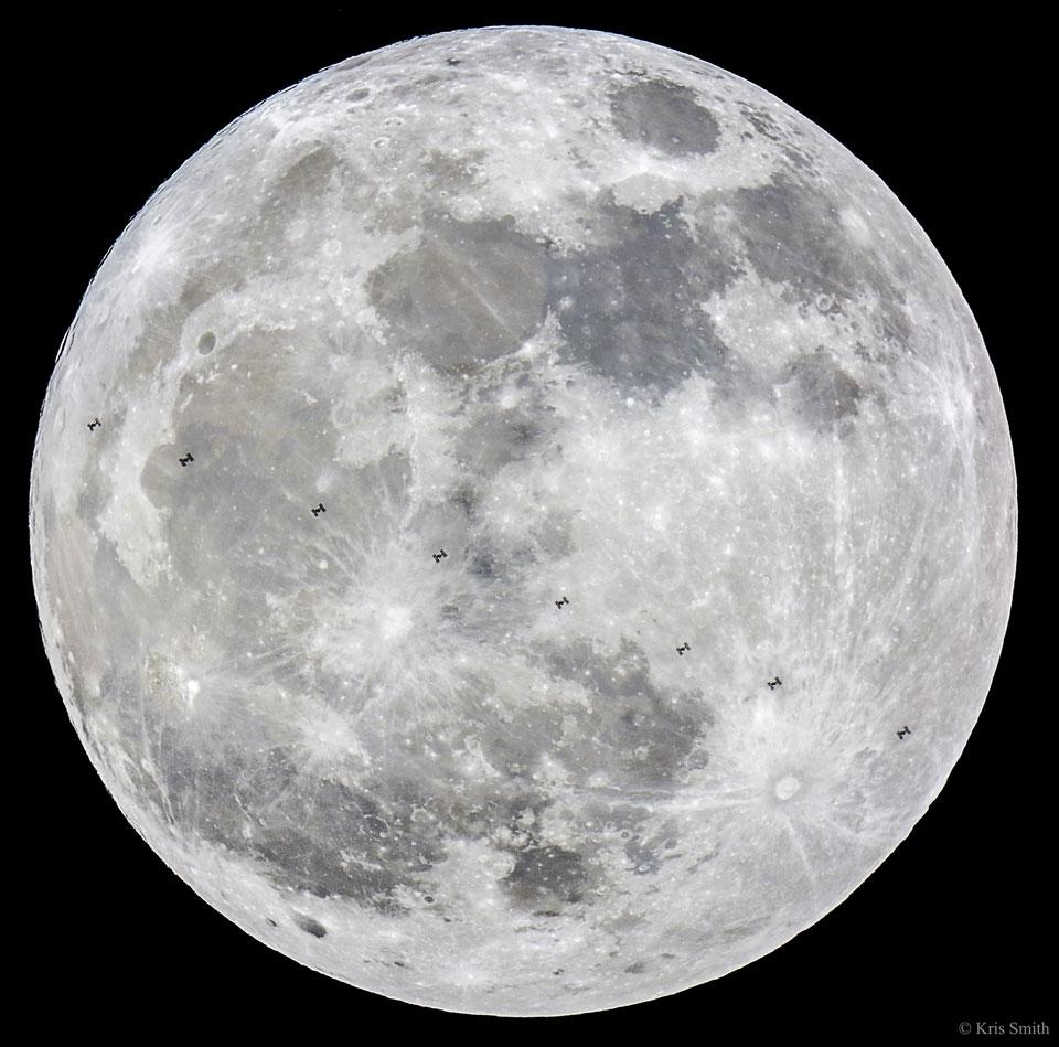 La superlune et la Station spatiale internationale