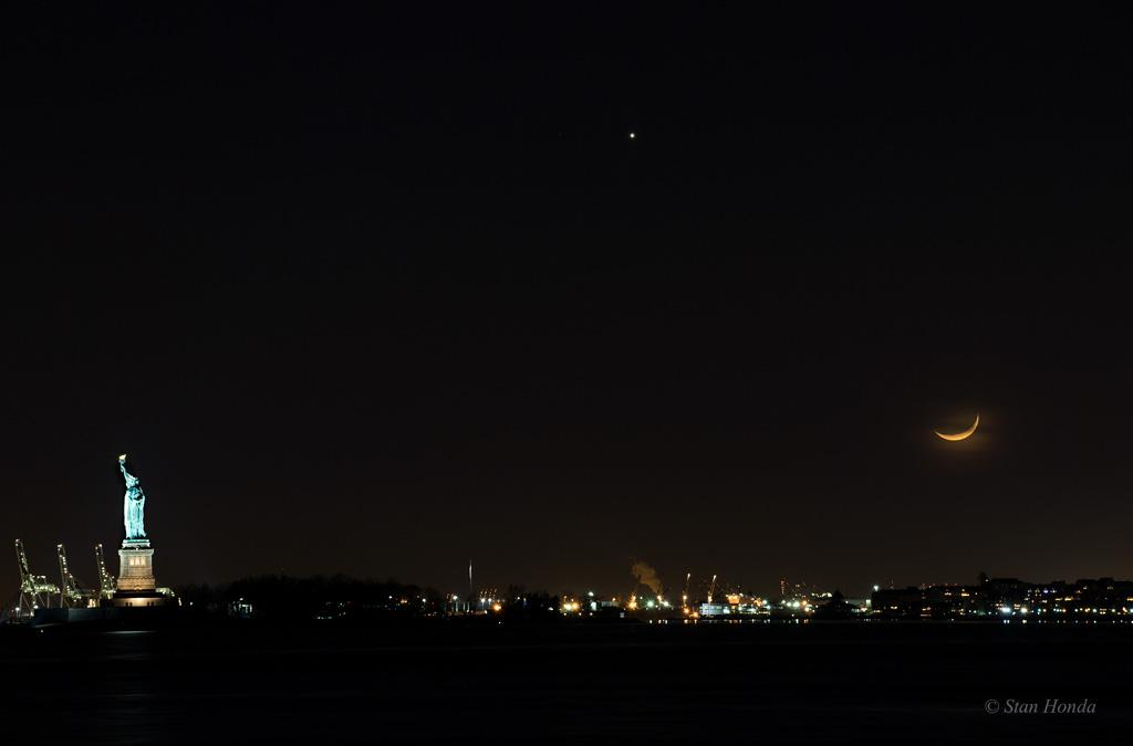 Coucher de lune sur le port de New York