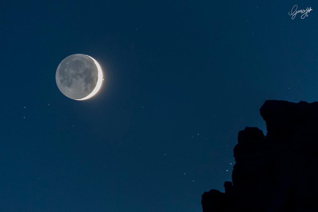 L\'oeil du Taureau et la jeune Lune