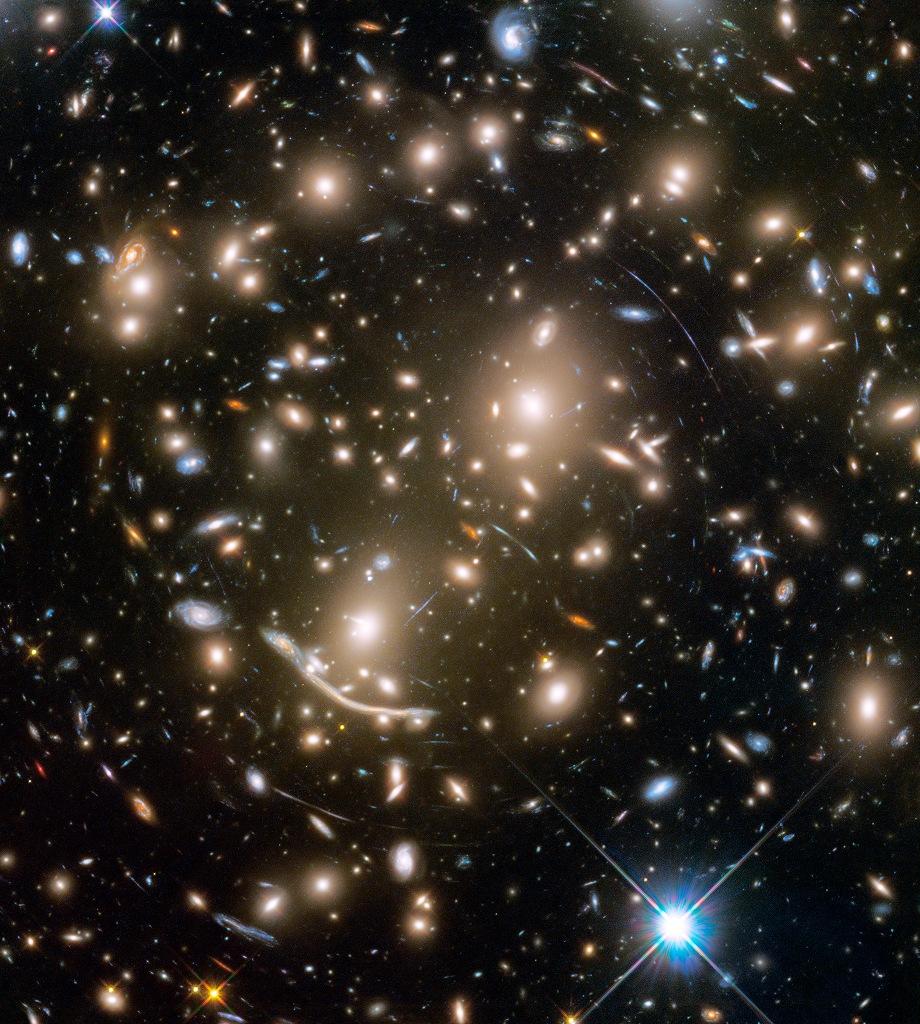 L\'amas galactique Abell 270 et au-delà