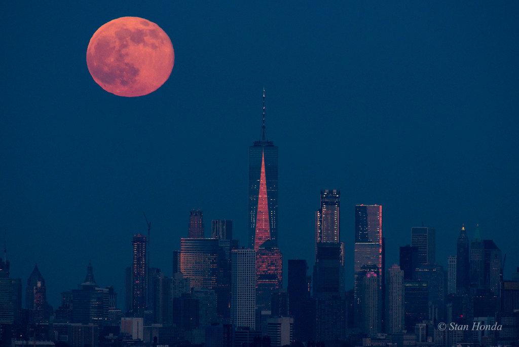 Lever de Lune sur Manhattan