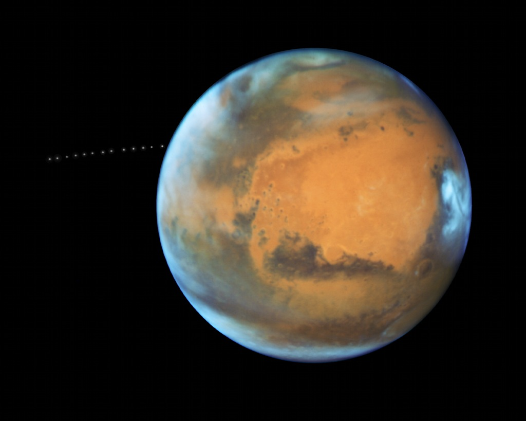 Phobos, une lune au-dessus de Mars