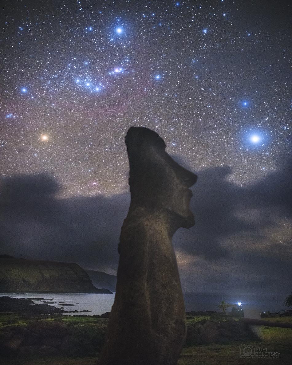 Orion sur une statue de l\'île de Pâques