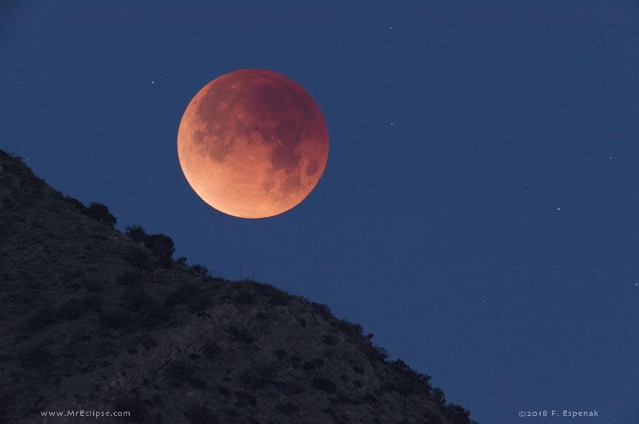 Coucher de Lune éclipsée