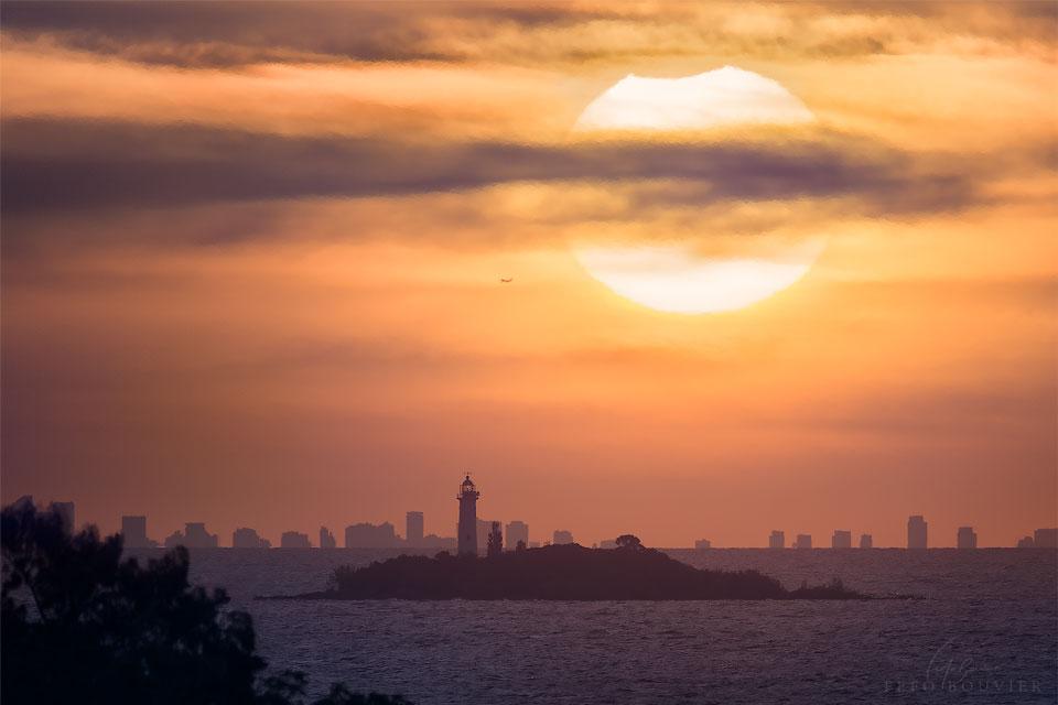 Eclipse partielle de Soleil au-dessus de Buenos Aires