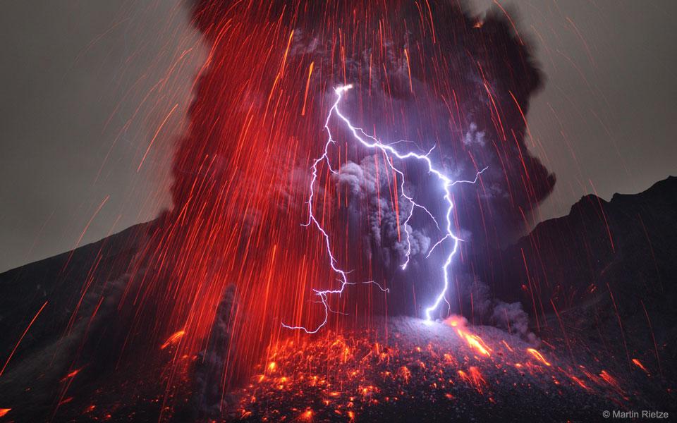 Eclairs sur le Sakurajima