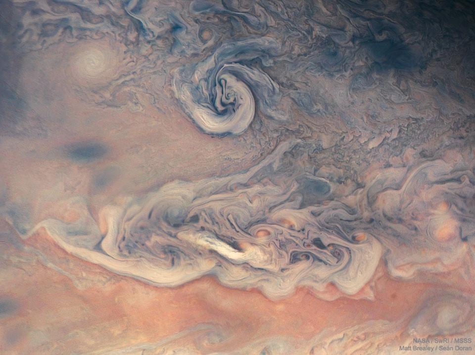 Tourbillons et couleurs sur Jupiter vues par Juno