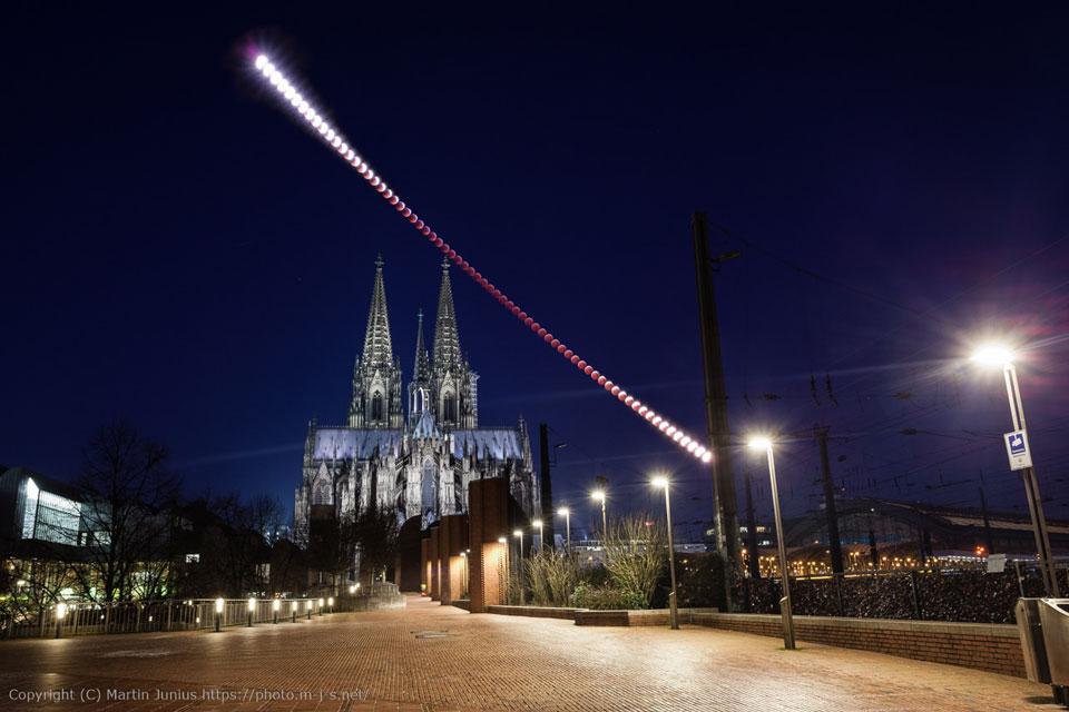 L\'éclipse de Lune au-dessus de la cathédrale de Cologne