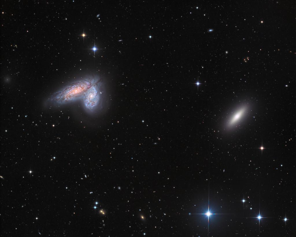 Galaxies jumelles dans l\'amas de la Vierge