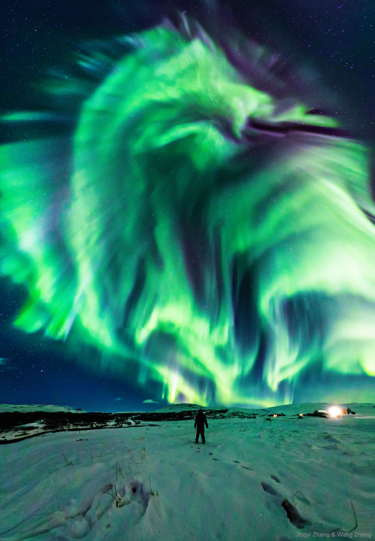 Aurore dragon au-dessus de l\'Islande