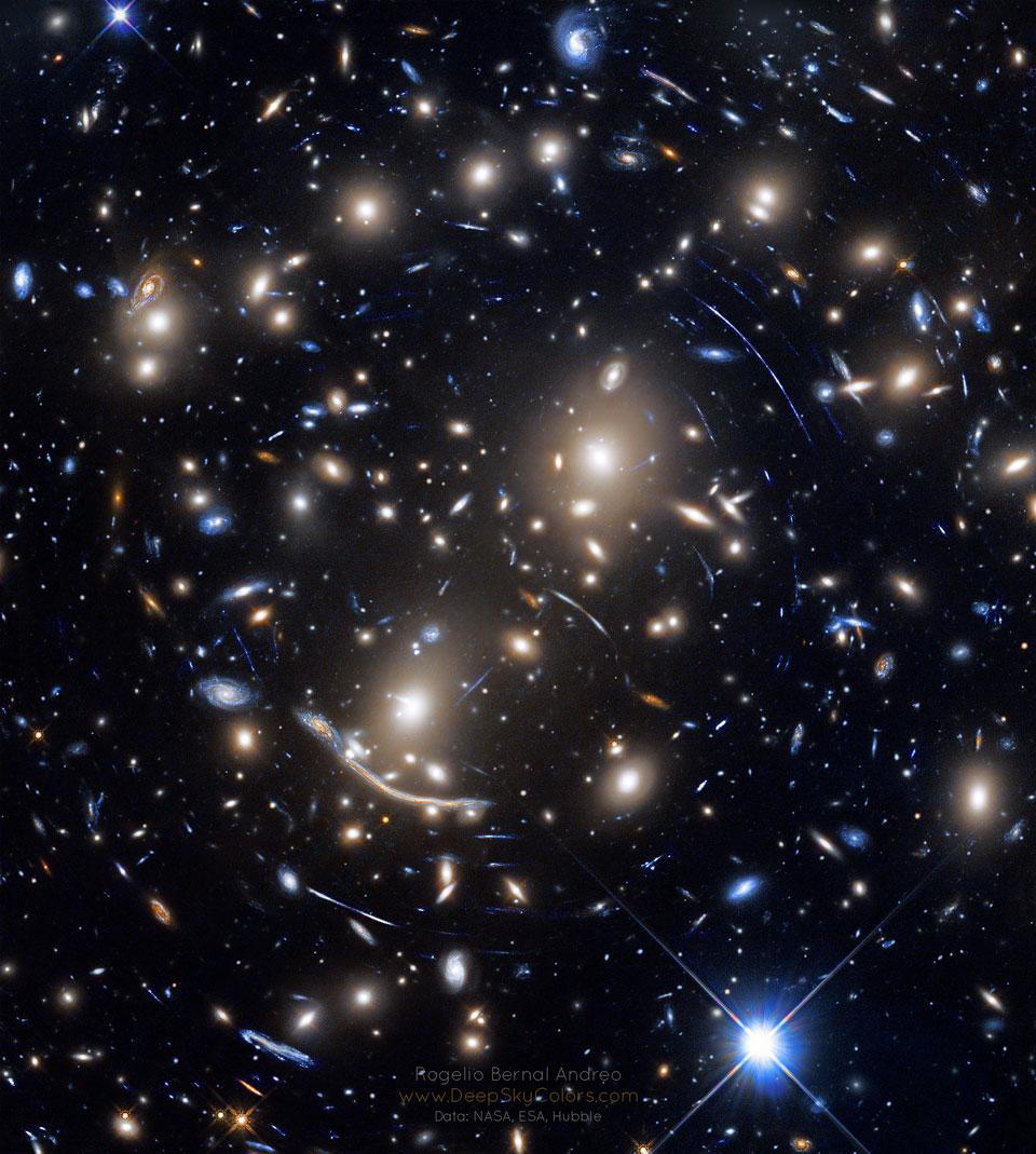 Abell 370, lentille gravitationnelle de l\'amas de galaxies