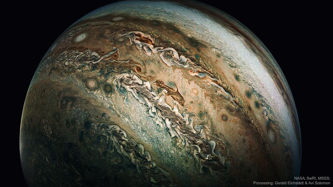 Le nuage dauphin de Jupiter photoshopé