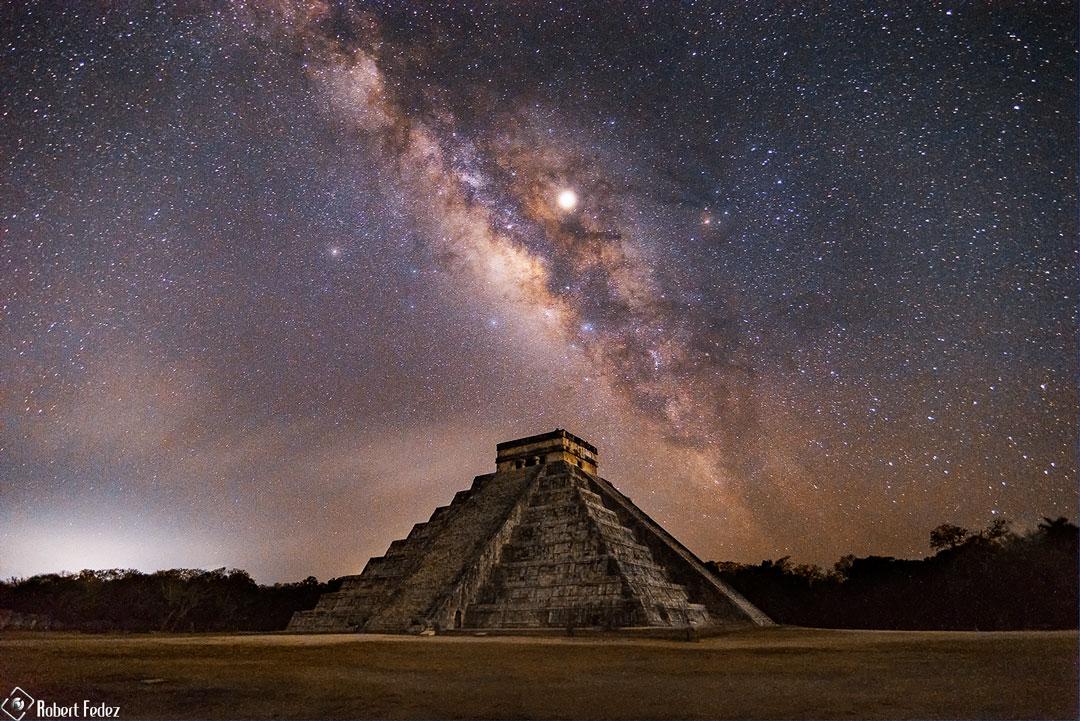 La Voie Lactée et la pyramide du Serpent à Plumes