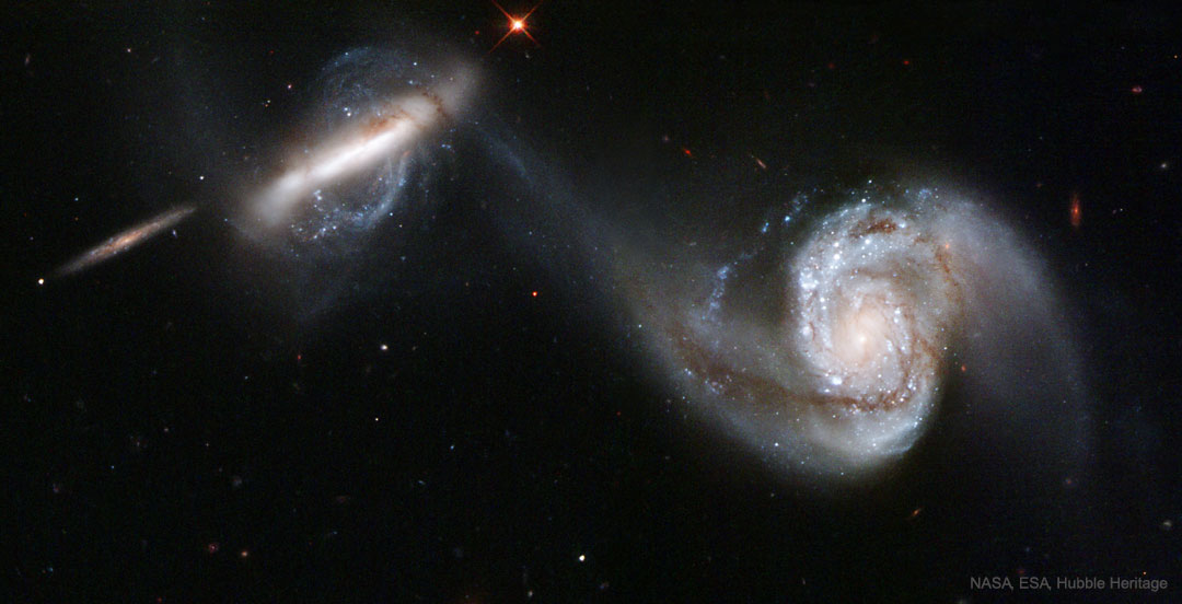 Arp 87, galaxies en fusion vues par Hubble