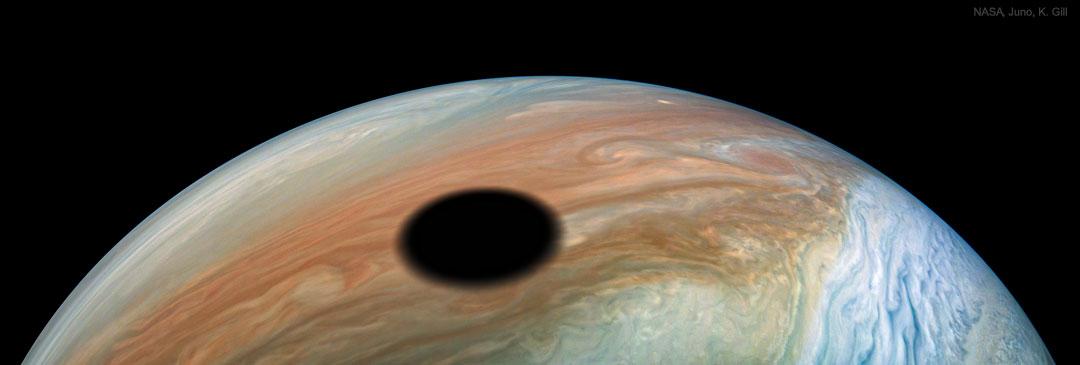 Eclipse de Soleil par Io