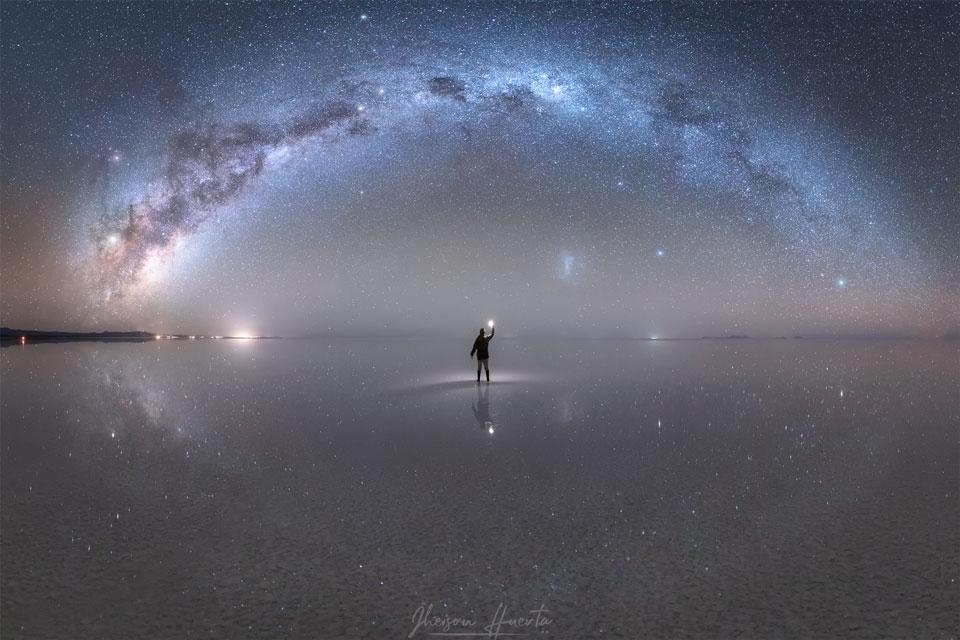 Réflexions nocturnes sur le plus grand miroir naturel du monde