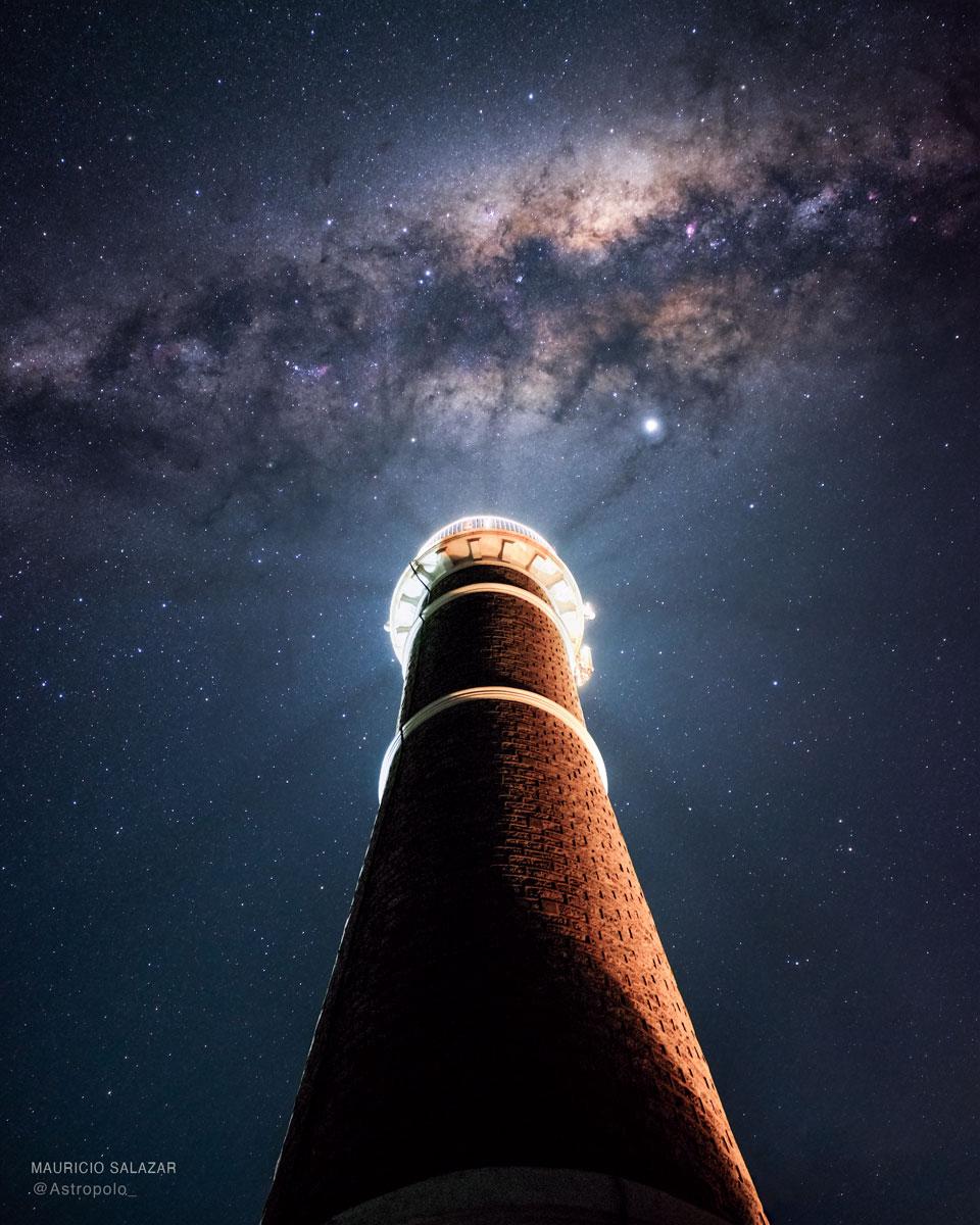 La Voie lactée sur un phare uruguayen