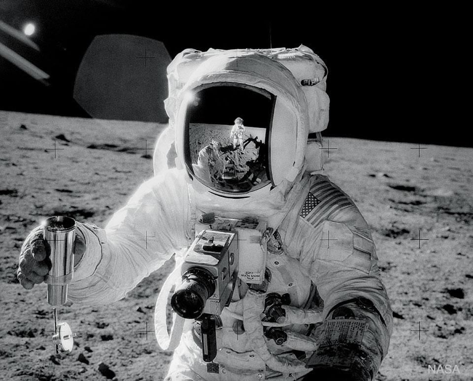 Autoportrait sur la Lune