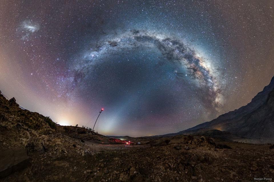 Voie lactée et lumière zodiacale sur le Chili