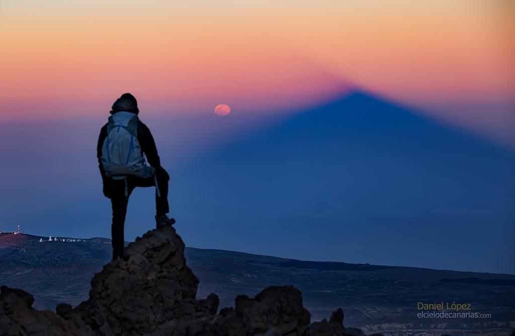 Lever de Lune sur l\'ombre du volcan