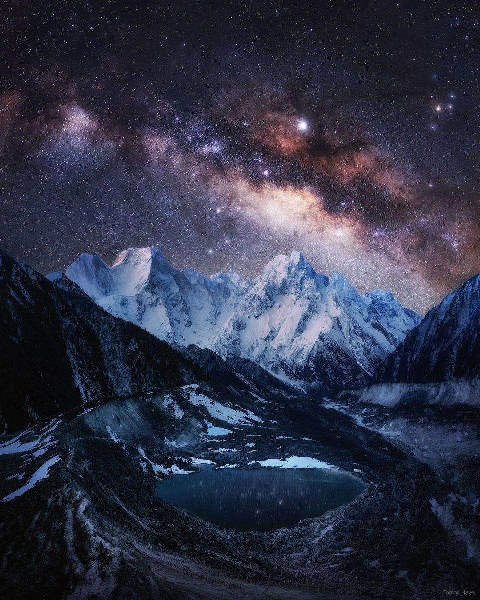 La voie lactée sur les neiges éternelles de l\'Himalaya