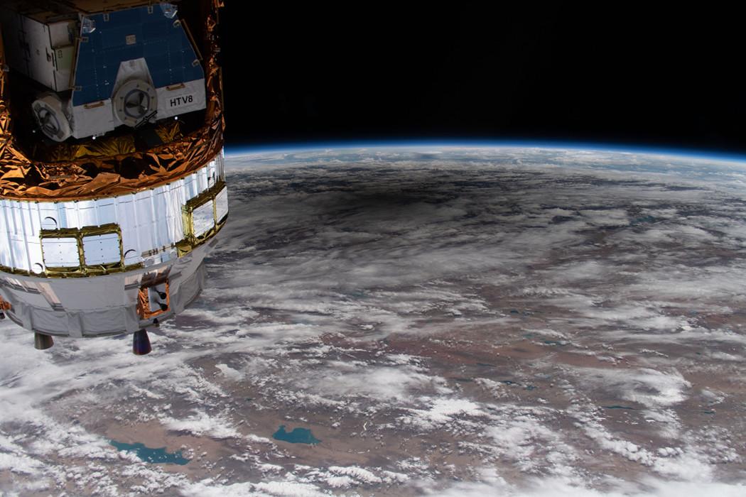 Éclipse depuis l\'orbite terrestre