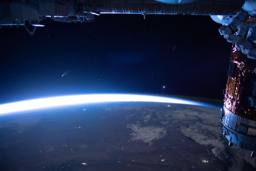 La comète NEOWISE depuis la Station spatiale internationale