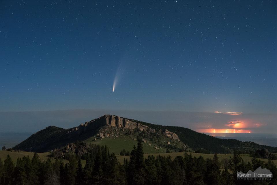 La comète NEOWISE sur les Monts Big Horn
