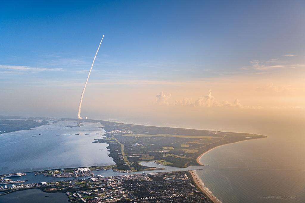 Mars 2020 à 5000 pieds - Jeudi dernier, une fusée était visible dans le ciel de Floride. Il s\'agissait du troisième départ de ce mois de juillet à destination de la planète rouge.