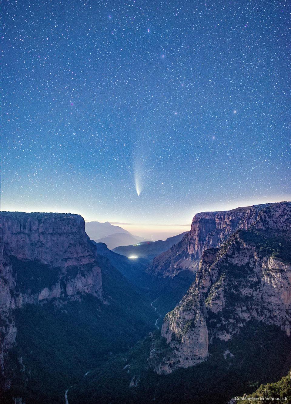La comète NEOWISE sur les gorges de Vikos