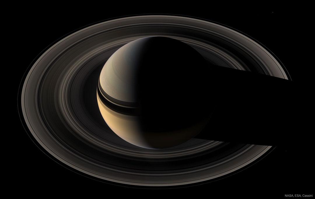 Saturne en croissant