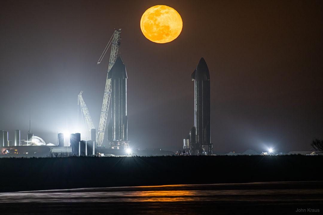 La Lune entre les Starships