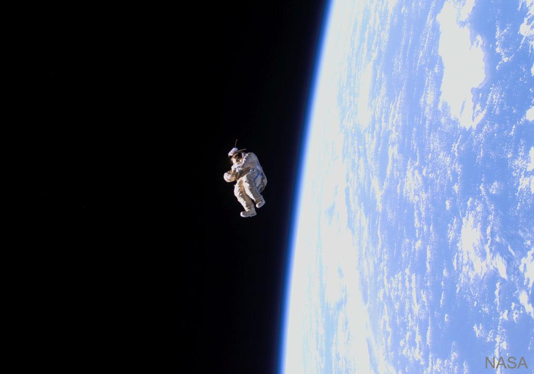 Forme humaine à la dérive dans l\'espace