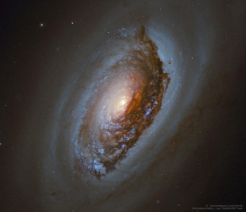 M64, la galaxie de l\'oeil démoniaque