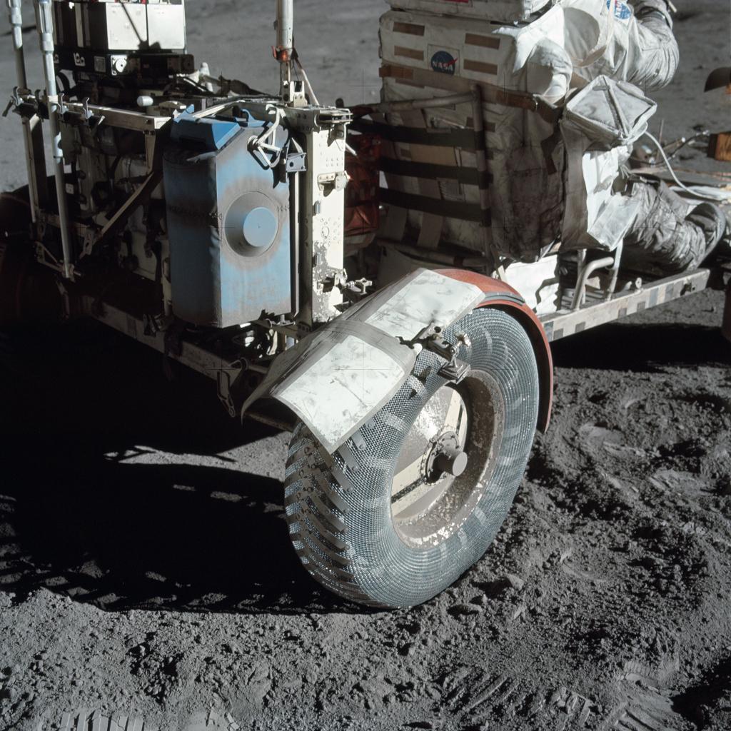 Réparation de fortune sur la Lune