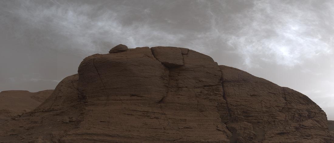 Brillants nuages martiens au crépuscule