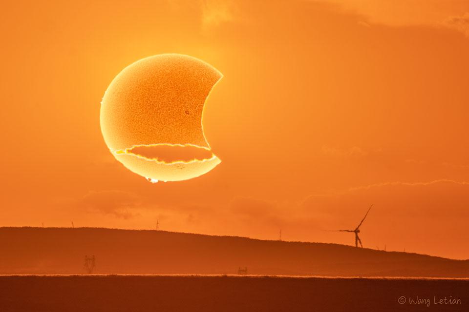 Surréaliste éclipse solaire